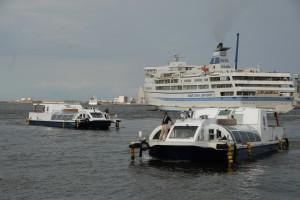 ウォーターシャトルと日本海フェリー004